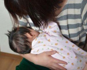 授乳中のママと赤ちゃん