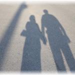 仲良し夫婦の影