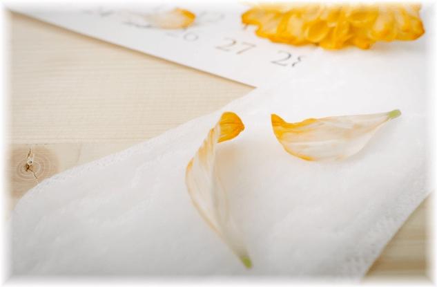 ナプキンと花びら