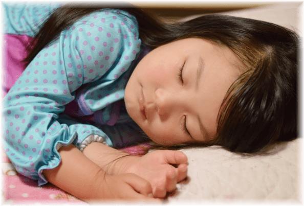 ぐっすり寝ている女の子