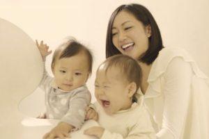 二人の子供とママ