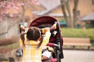 赤ちゃんとベビーカー
